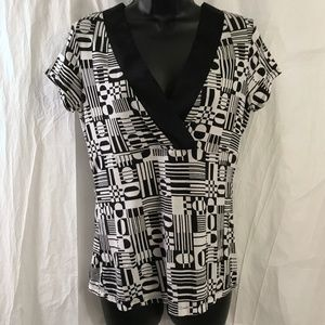 Ann Taylor Black White Geometric Print V Neck Top